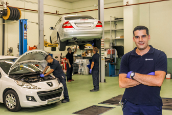 Personal de nuestro taller especializado en mantenimiento y mecánica