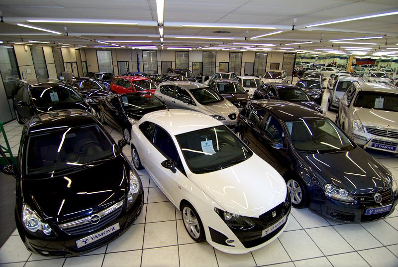Planta principal con cientos de coches de segunda mano y seminuevos