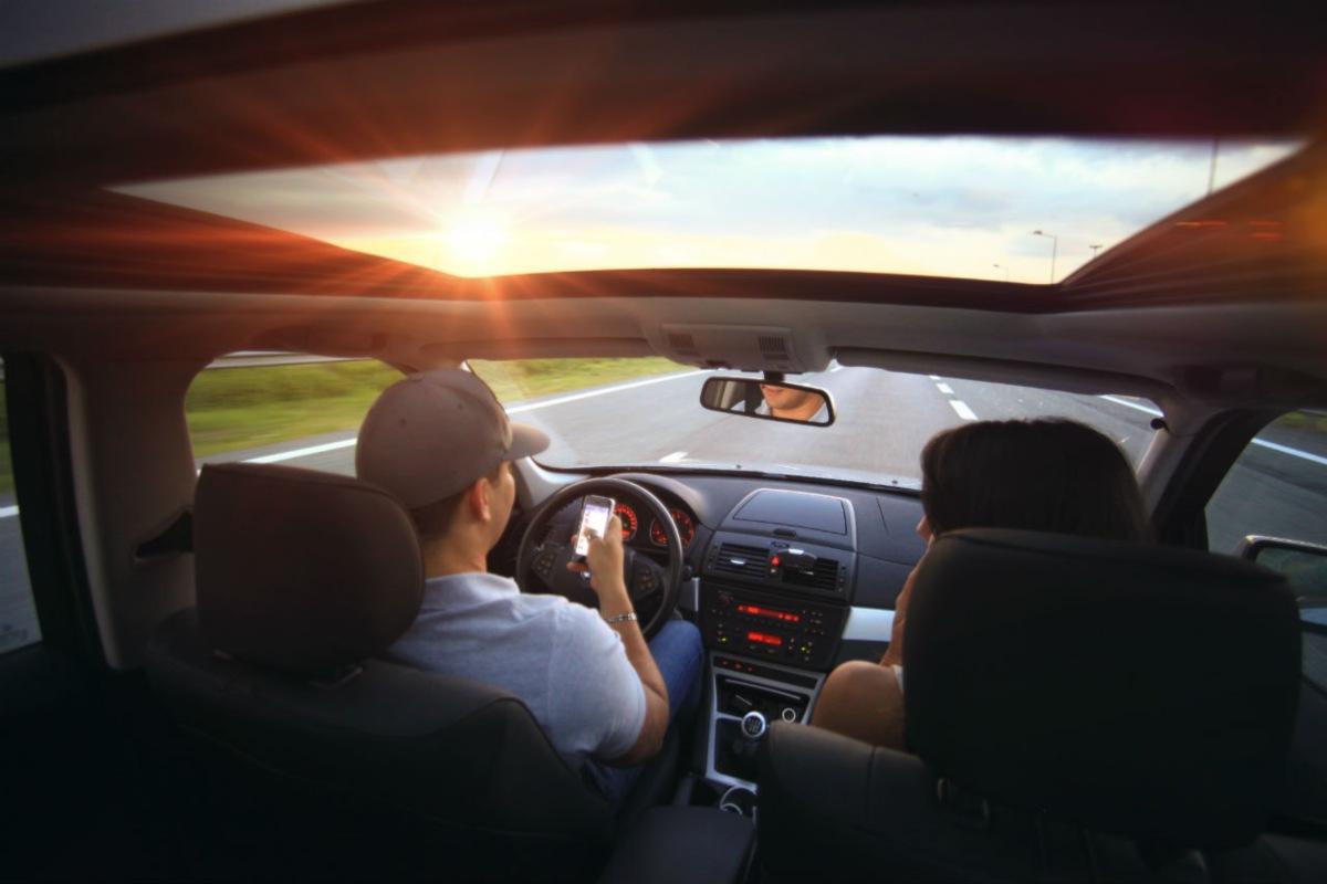 Usar el móvil al volante