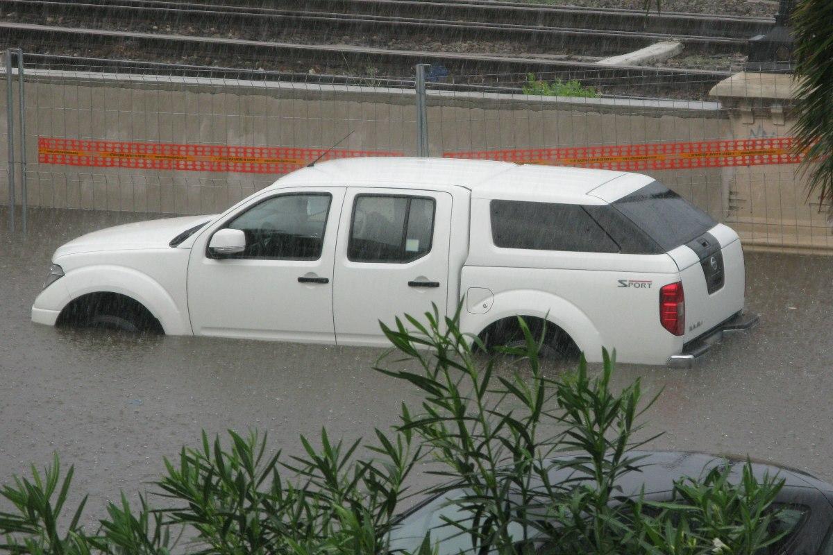 coche sumergido